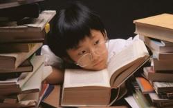 Dấu hiệu giúp bố mẹ nhận biết trẻ bị cận thị