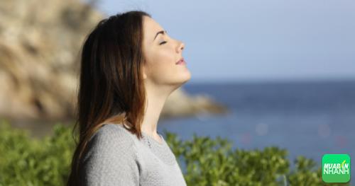 Hít thở sâu giúp bạn thư giãn đầu óc