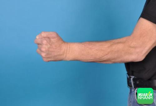 Nắm chặt tay giúp cơ thể giảm huyết áp