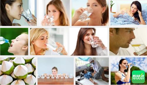 Uống nước giúp cung cấp đủ lượng nước cho cơ thể