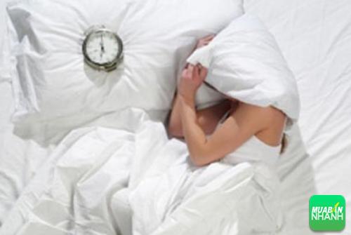 Trùm chăn kín đầu khi ngủ có ảnh hưởng nghiêm trọng tới hô hấp