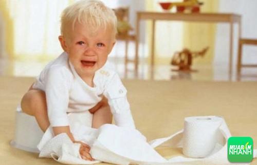 Bệnh trĩ gây khó khăn rất lớn đến quá trình đại tiện của trẻ