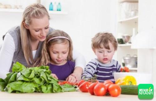 Thiếu chất xơ và vitamin cũng là nguyên nhân dẫn đến bệnh trĩ ở trẻ em