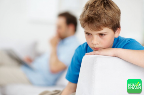 Trẻ tự kỉ thường gặp khó khăn trong việc giao tiếp ngôn ngữ