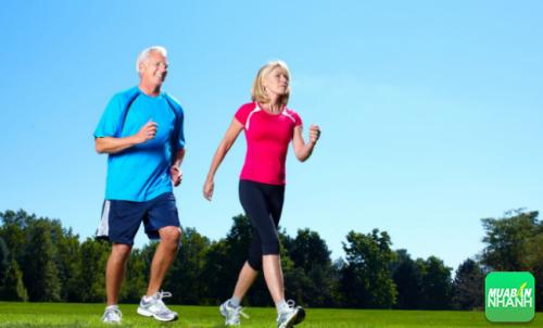 Đi bộ mỗi ngày nhưng giãn thời gian đi giúp vận động các cơ chân tránh giãn tĩnh mạch