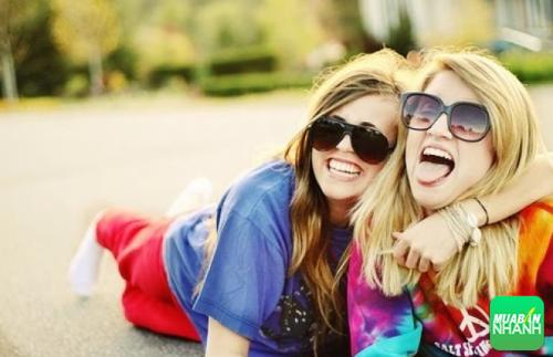 Nụ cười sẽ khiên bạn trở nên thân thiện và gần gũi hơn