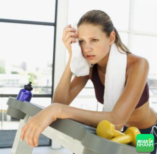Vận động quá nhiều sẽ khiến cơ thể bạn rơi vào tình trạng quá sức