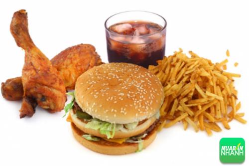 Đồ uống có đường dường như là thứ không thể thiếu trong mỗi bữa ăn của người trẻ