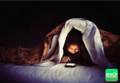 Sử dụng thiết bị di động là một trong những nguyên nhân khiến bạn mất ngủ