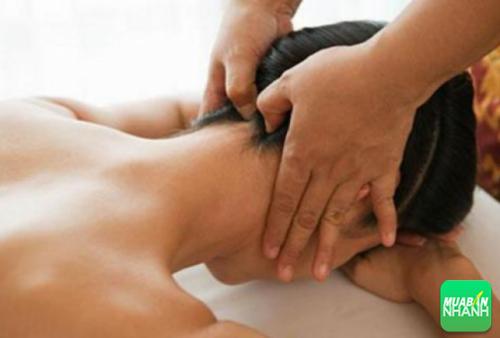 Xoa bóp sau ót giúp đầu và cơ thể bạn được thư giãn