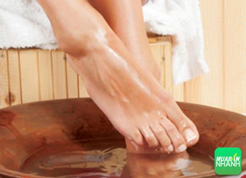 Ngâm chân khiến bạn giãn tích mạch máu và cơn buồn ngủ sẽ đến nhanh hơn