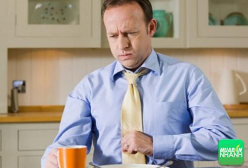 Tình trạng thức ăn, axit trong đồ uống hoặc thực phẩm, dịch mật hoặc dịch tụy trào ngược lên thực quản gây khó chịu.