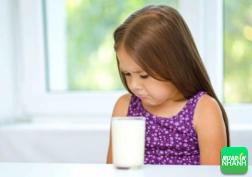 Người mắc bệnh không có khả năng tiêu hóa lactose – một loại đường có trong sữa và các sản phẩm của sữa
