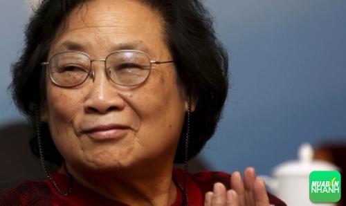 Bà Đồ U U được trao giải thưởng Nobel Y học 2015.