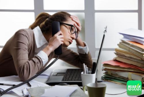 Áp lực công việc cùng những lo toan trong cuộc sống sẽ khiến bạn chậm kinh dài ngày