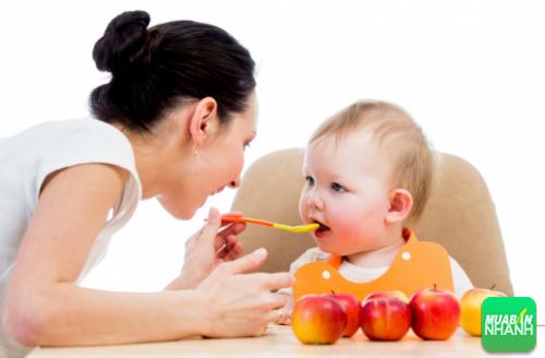 Bố mẹ nên xây dựng thói quen cho trẻ ăn đúng cách