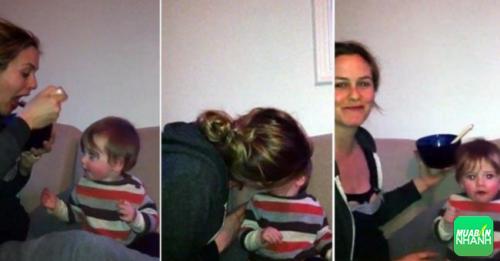 Nữ diễn viên Alicia Silverstone đã phải nhận rất nhiều sự phản đối khi công bố đoạn băng nhai và mớm thức ăn cho con
