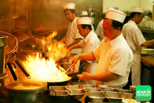 Không mở máy hút mùi khi nấu ăn