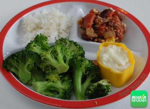 Tăng lượng rau và giảm carbohydrate trong bữa tối, bạn sẽ bớt buồn ngủ.