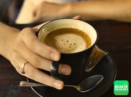 Đừng lạm dụng cà phê, đồ uống tăng lực và nước ngọt vì nó có hại cho sức khỏe.