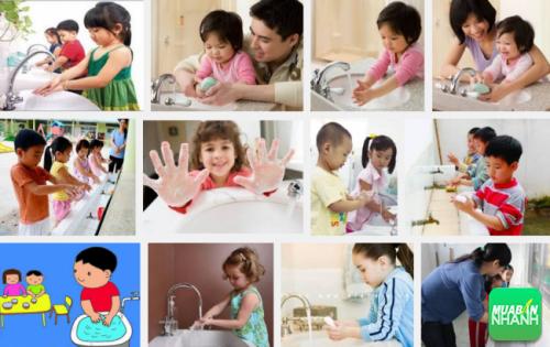 Hướng dẫn trẻ vệ sinh cá nhân để biết cách phòng bệnh hiệu quả.