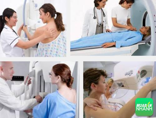 Nhiều người cho rằng chất phóng xạ khi kiểm tra sẽ gây ung thư vú.