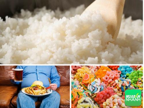 Ăn quá nhiều thực phẩm chứa đường và lười vận động sẽ khiến bạn mắc bệnh.