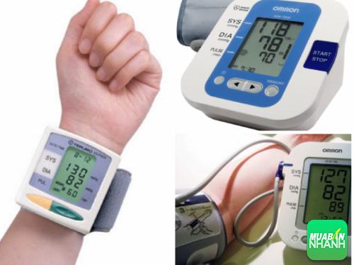 Sử dụng máy đo huyết áp đúng cách sẽ cho bạn kết quả chính xác nhất.