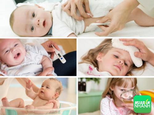 Phụ huynh hãy giúp trẻ hạ sốt nhanh chóng và an toàn bằng những mẹo hiệu quả.